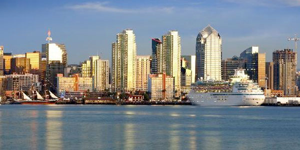 Enjoy the best sightseeing in San Diego, take a Harbor Tour